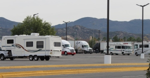 Overnight parking-between RV park and gas station